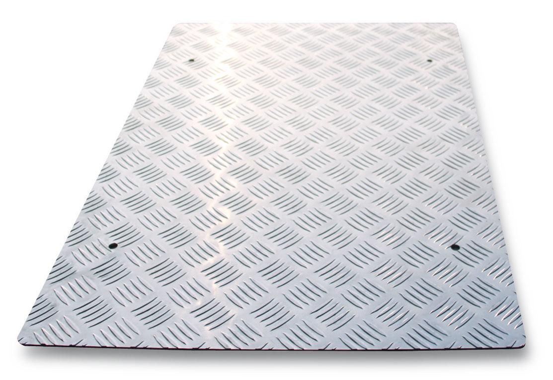 Libisemiskindel metallkate tõstukile3050/600