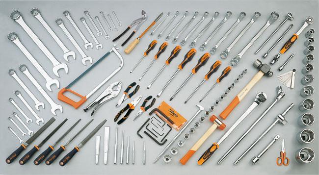 Tööriistakomplekt 106 tööriistaga põllu-, ehitus- ja mullatöömasinate jaoks